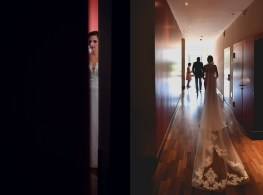 Der Hochzeits Fotograf haelt den grosse Augenblick wenn Braut und Braeutigam sich das erste mal sehen fest. Der Hochzeitsfotograf in Zuerich.