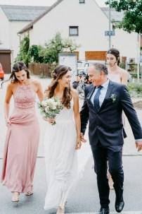 Braut und Brautvater fotografiert der Hochzeitsfotograf
