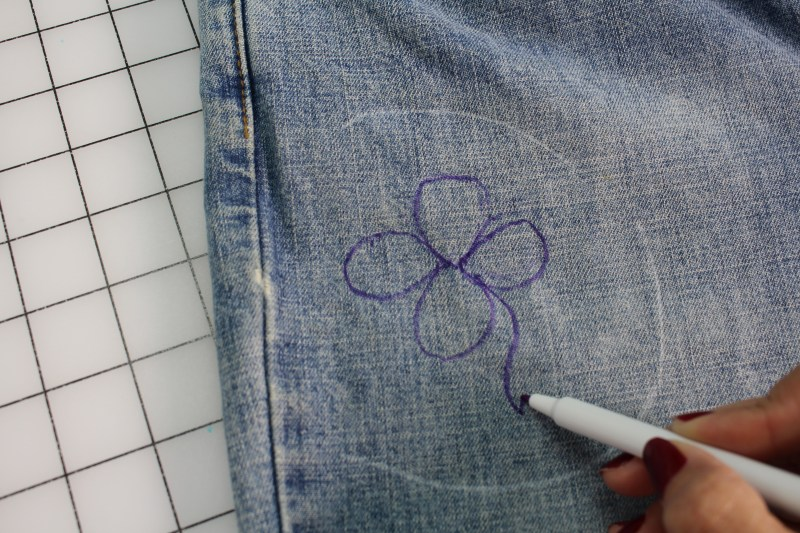 Embellishing Jeans with Free Motion Embroidery - Draw a design