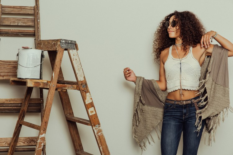 70s Styles | Flares and Crochet Top with Ray Bans