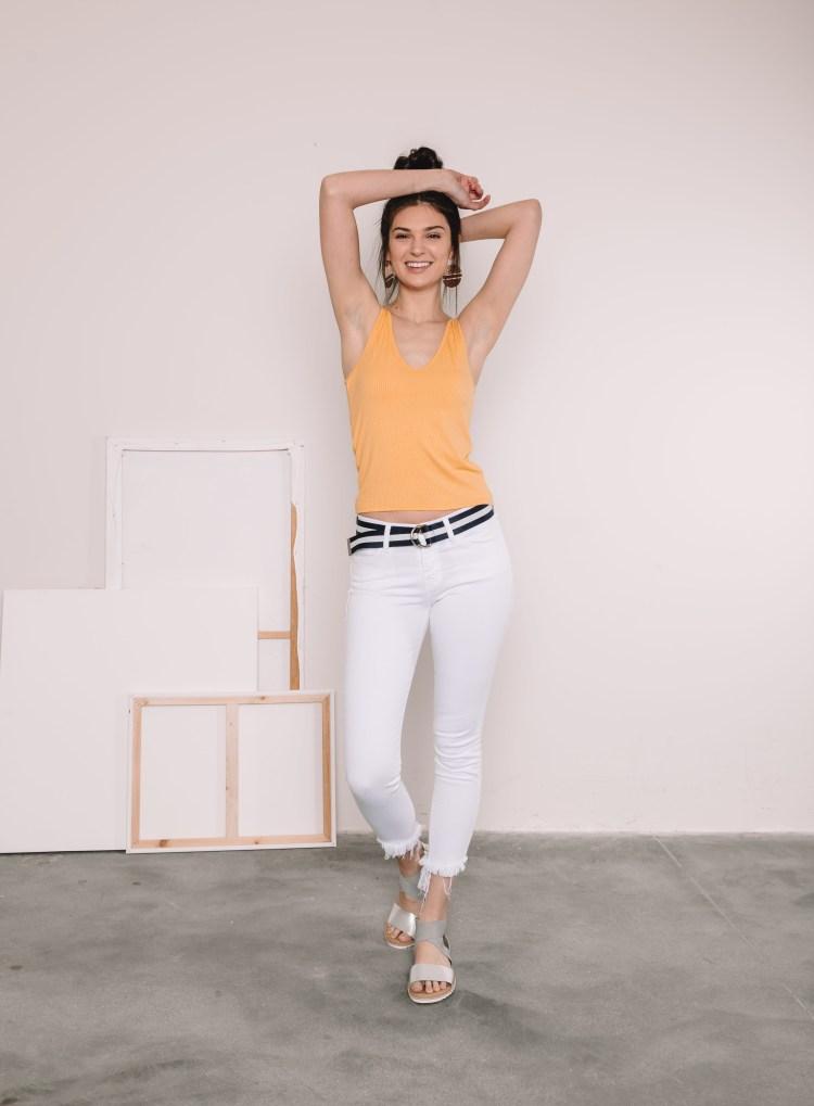 Women's Bridge By GLY White Mid-Rise Frayed Hem Ankle Skinny Stretch Jean