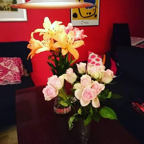 Blomster er de beste festrestene #vernissage #kormecrib