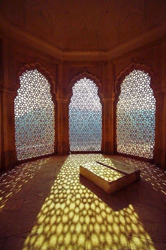 Filigree Light, The Amber Fort