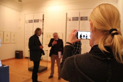 Die Ausstellung #SalonEuropa: Vor Ort und digital versteht sich als Labor. Besuchern und uns selbst stellen wir die Frage: Was bedeutet Europa für uns selbst?