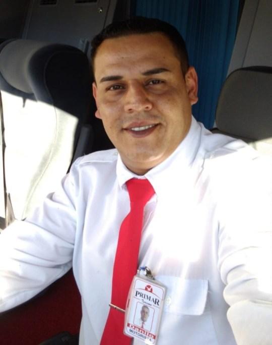 Foto de Danilo Larazin da Primar Viagens uniformizado para o trabalho no Dia do Motorista