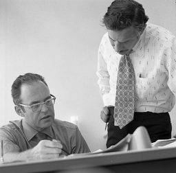 Gordon Moore and Robert Noyce chez Intel (1970)