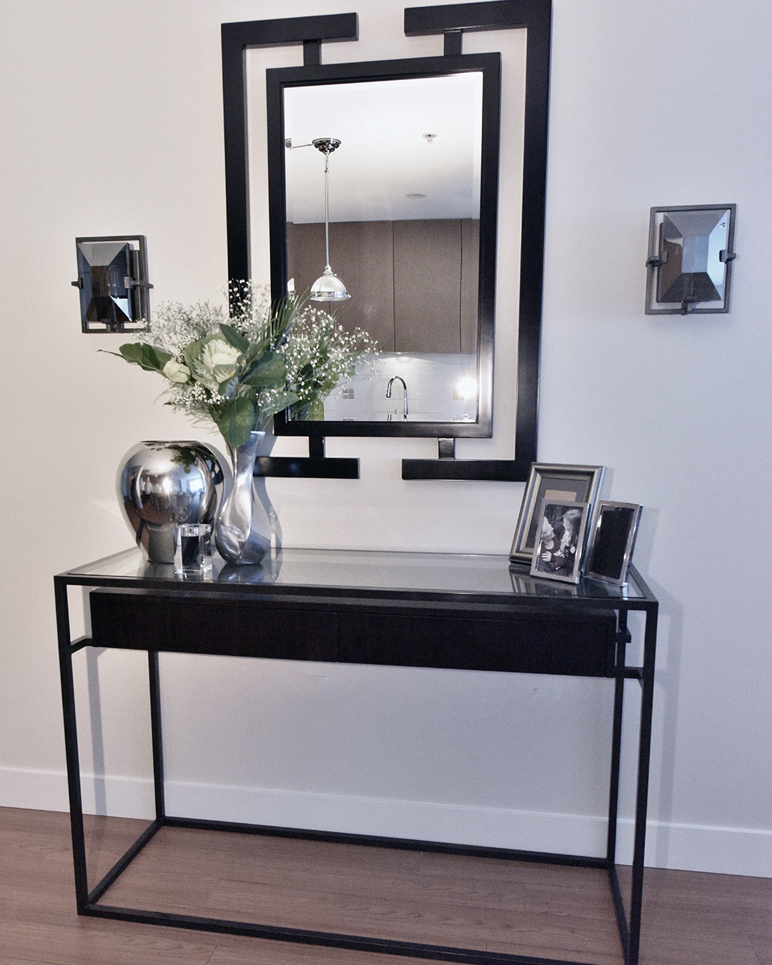 Console & Mirror | Small Apartment Ideas | Designed by Tracy Svendsen