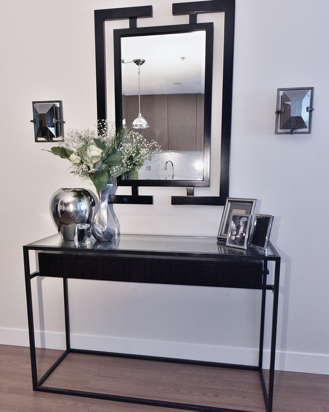 Console & Mirror | Small Apartment Ideas | Designed by Tracy Svendsen