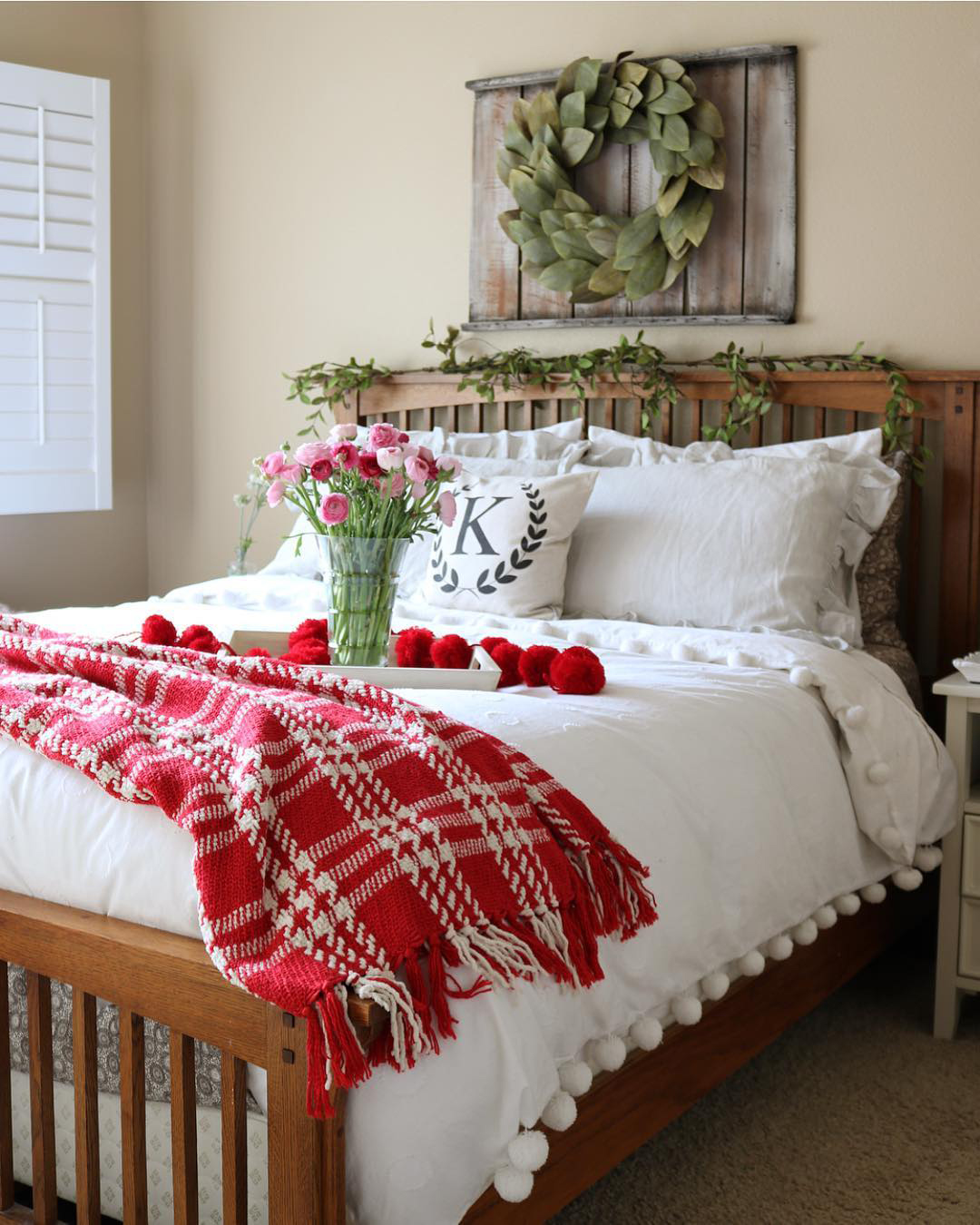 Christmas Bedroom Ideas | The Decorating Twins