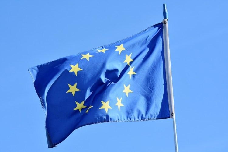 Bandeira da UE que reconhece a cachaça como brasileira