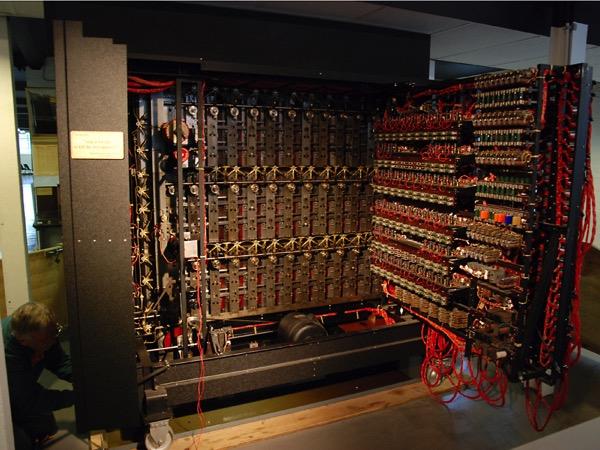 Bomba turninga2 by Andgasow - Own work. Licensed under GFDL via Wikimedia Commons.