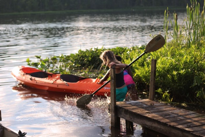 best kayak for beginners - young girl learning how to kayak