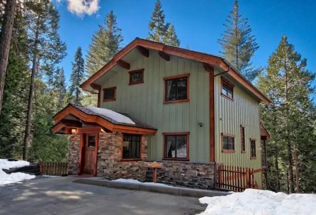airbnb yosemite - royal retreat