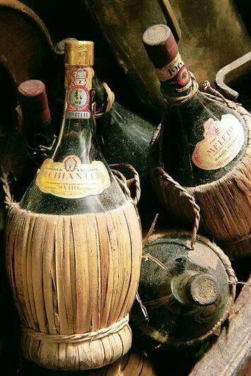 bottiglia di vino chianti