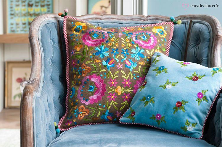 almofadas de diferentes tamanhos para decoracao