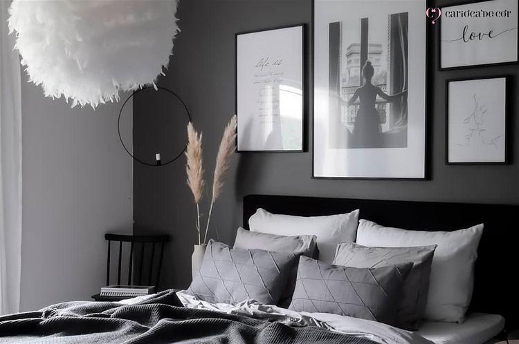 quarto-de-casal-com-quadros-decorativo