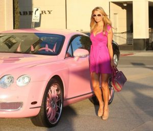 paris-hilton-shopping-at-barneys-drives-a-pink-bentley-continental-gt-february-2014_2