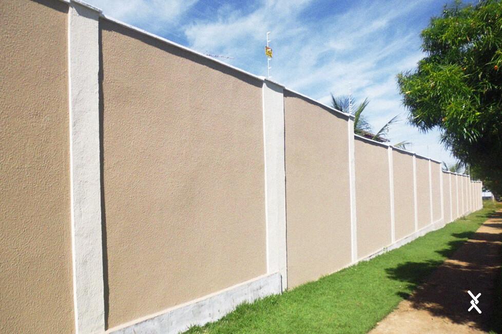 Imagem de um cercamento de residência com muro