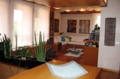 Il soggiorno della casa messa in vendita da Claudio, a Padova