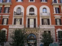 la facciata di un palazzo a Roma