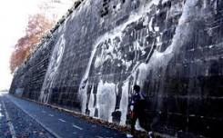 Una delle immagini esempio dell'intervento artistico, realizzate come prova sulle sponde del Tevere