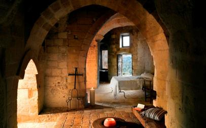 Una camera dell'albergo diffuso di  Grotte di Civita a Matera