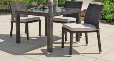 tavolo da giardino o terrazzo