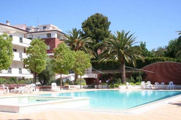 calcolo delle tabelle millesimali per ripartire le spese condominiali: un condominio con parco e piscina a Roma: Parco Rea Silvia
