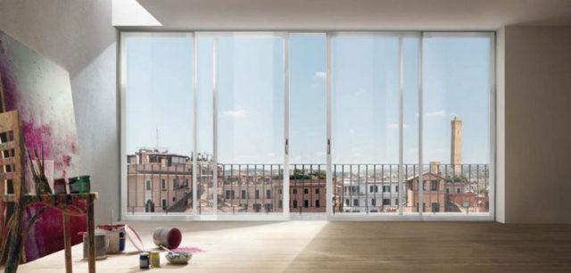 finestre ampie in casa un affaccio con finestre ampie scorrevoli sulla città di Firenze