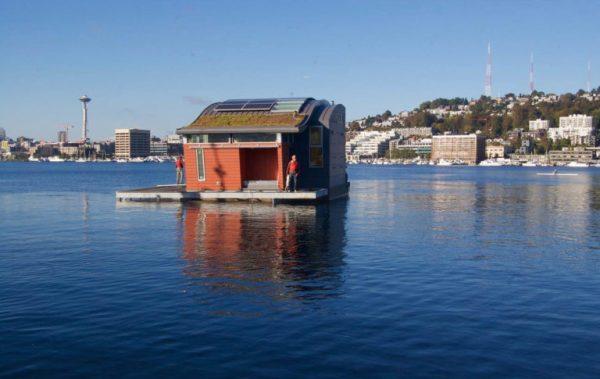 la casa galleggiante che purifica l'acqua Houseboat H