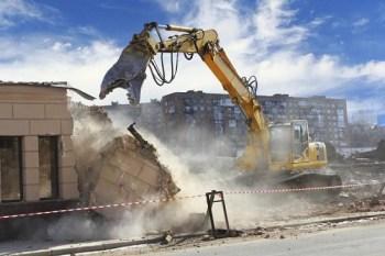 linee guida per abusi edilizi in Campania - foto: ruspa demolisce immobile abusivo