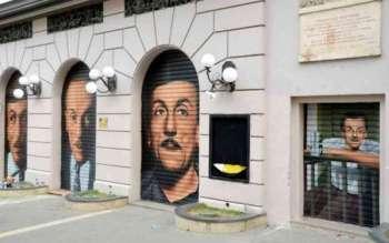 Murales di Jorit a Napoli, teatro S. Ferdinando, Eduardo De Filippo sulle saracinesche del teatro