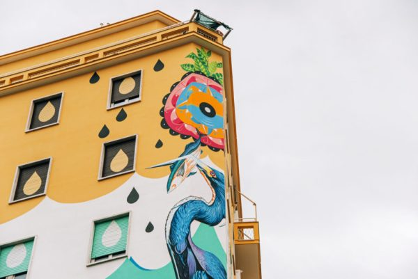 Roma, street-art mangia smog Foto Particolare del murale in pittura ecosostenibile su un palazzo