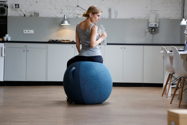 Palestra in casa attrezzi ideali: palla Stov di Vluv