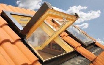 Finestra sul tetto materiale legno e alluminio