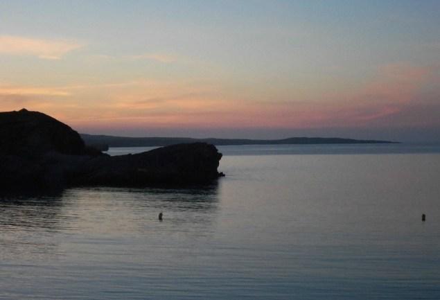 puesta de sol playa arenal den castell menorca