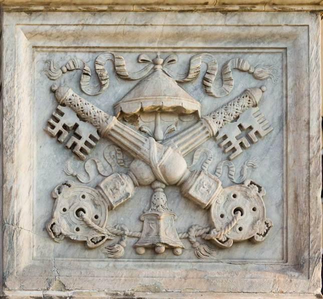 Bas-relief Sede Vacante, sur le Pont Saint-Ange, Rome.