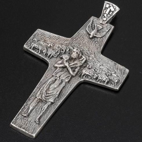 La croix pectorale de M. Jorge Bergoglio, alias François.
