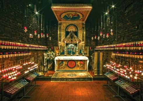 L'Autel dans l'église du sanctuaire anglican de Notre-Dame de Walsingham