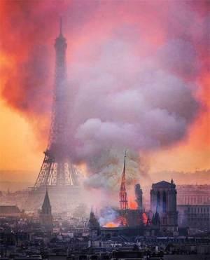 Le doigt de Dieu est sur Paris, la capitale pervertie...