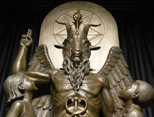 Satan-Lucifer incarné dans nos institutions aux apparences faussement démocratiques.