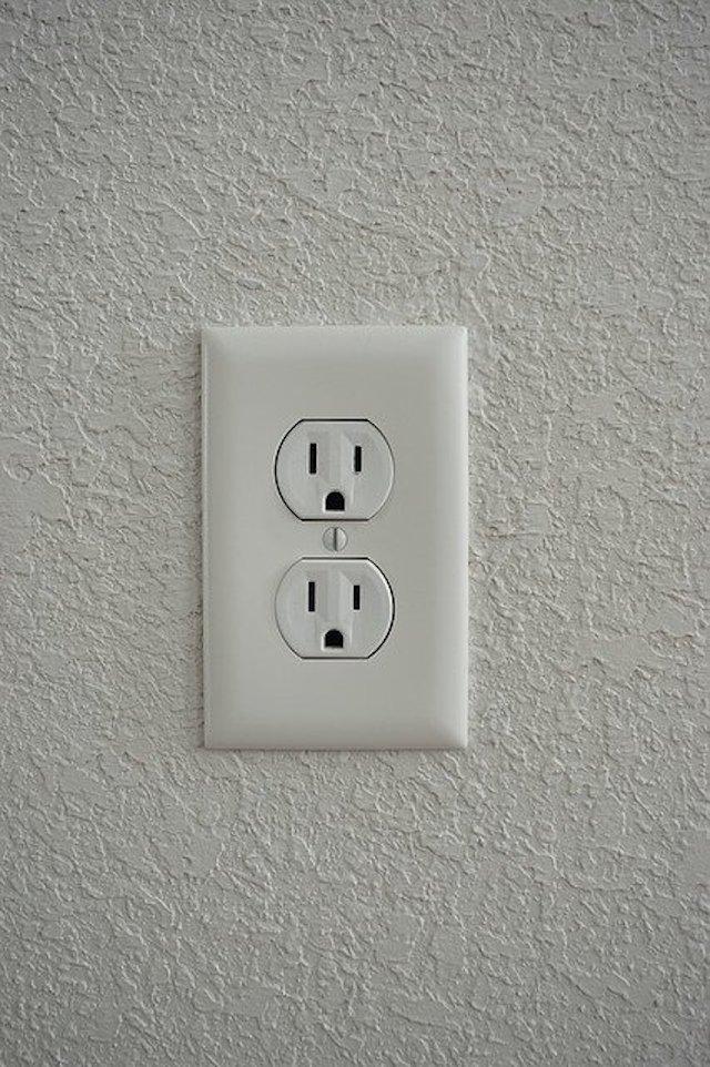 セブ島の電圧&コンセント完全ガイド【変換プラグ、変圧器は必要?】