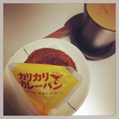 カレーだからチャイに。 #teatime #カレーパン #チャイ #スパイス 入り (Instagram)
