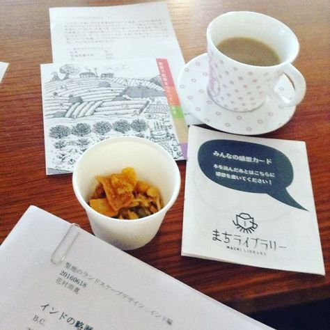 土曜日はチャイを飲んでハーブティー水出し淹れて本で遊んだ #まちライブラリー #大阪府立大学 #イベントデー #短歌 #吟遊茶人 (Instagram)