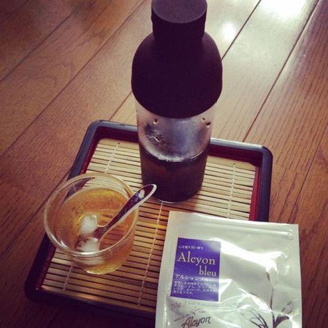 涼しげ〜♪ #アルション #水出し紅茶 #フィルターインボトル 小 (Instagram)