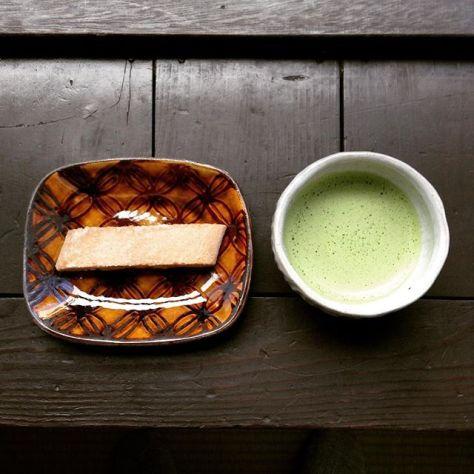 白棒は、しょうが味。 #お薄 の #飲みくらべ 随分香りも味も違うなぁ #お茶の時間 (Instagram)
