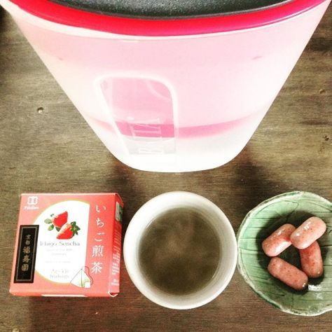 都合により被せてます。 #いちご #煎茶 #チョコ #お茶の時間 (Instagram)