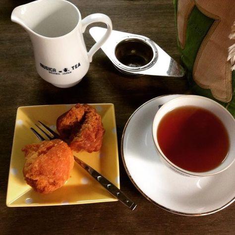 「安定のおいしさやな」実家の紅茶、ラグジュアリーセイロン。 この組み合わせ、最高〜♪ #ムジカティー #セイロンティー #沖縄のお菓子 #サーターアンダーギー #teatime (Instagram)