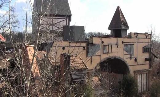 abandoned-renaissance-fair-26133