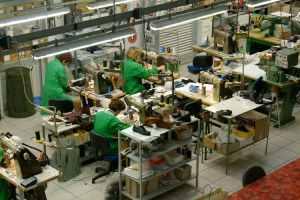 fabrication chaussures Manas